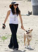 http://img232.imagevenue.com/loc379/th_493682883_Jenna_Dewan_takes_her_dogs_to_a_dog_park3_122_379lo.jpg