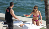HQ's are up..... - HQs of Jennifer Aniston in Miami Beach, FL..... Foto 606 (Штаб являются до ..... - Штаб-квартира Дженнифер Анистон в Miami Beach, FL ..... Фото 606)