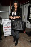 Kim Kardashian (Ким Кардашьян) - Страница 4 Th_55517_Preppie_-_Kim_Kardashian_arrives_at_Il_Sole_restaurant_-_Nov._11_2009_759_122_437lo