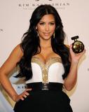 th_86711_celebrity_paradise.com_Kim_Kardashian_Fragance_67_122_521lo.jpg