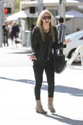 http://img232.imagevenue.com/loc569/th_51506_Kaley_Cuoco_shopping_on_Rodeo_Dr4_122_569lo.jpg