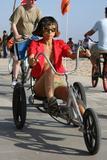 "in bikini on the beach in Venice, May 4 - in bikini on the beach takes a break from shooting 'Crank 2: High Voltage' in Venice, May 4 Foto 384 (В бикини на пляже в Венеции, 4 мая - в купальнике на пляж занимает отдохнуть от съемок ""Crank 2: High Voltage"" в Венеции, 4 мая Фото 384)"